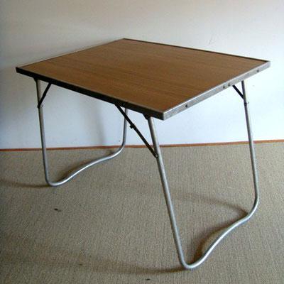 Table basse de camping vintage