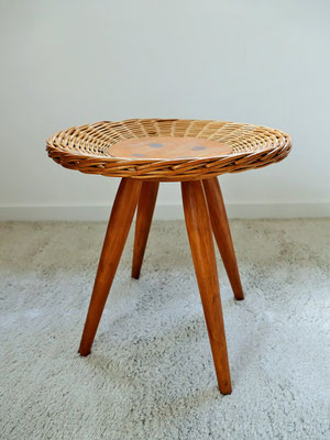 tabouret port plante Uluv par Jan Kalous