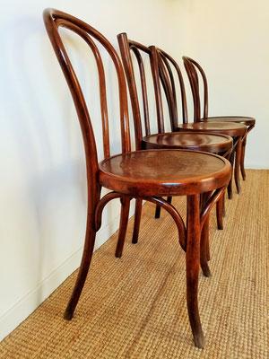 Chaises bistrot courbées gravées