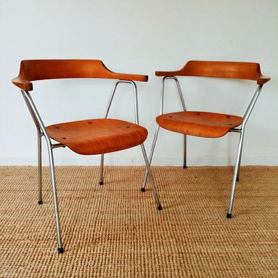 Paire de chaises à accoudoirs B 4455 de Niko Kralj
