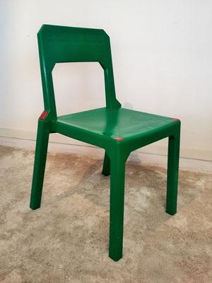 Suite de 4 chaises plastiques vintage Stamp