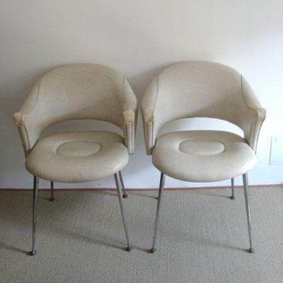 Fauteuils skaï blanc vintage