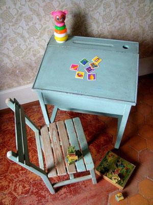 Ensemble enfant bureau pupitre et chaise vintage