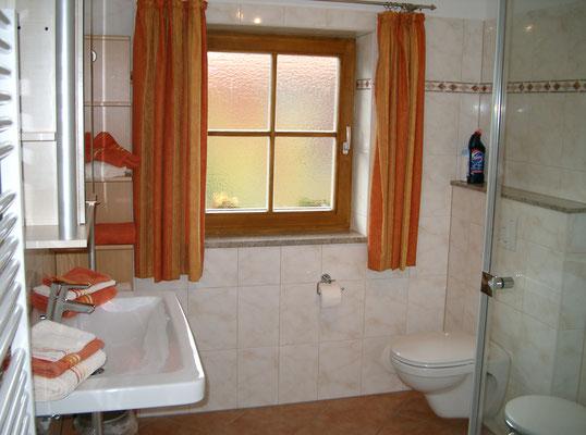 Neben der Badezimmertoilette ist auch noch ein separates WC vorhanden.