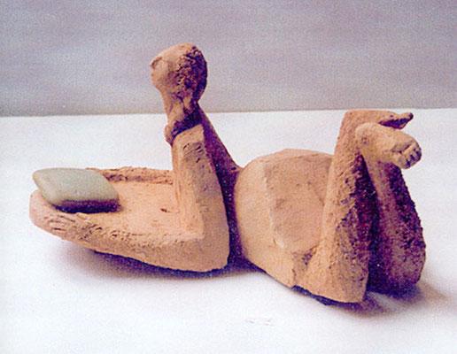 Femme au savon - Terre cuite rouge - 12x12x20 cm (SCO08)