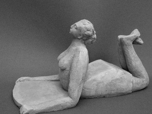 Femme au savon - Terre cuite rouge - 18x12x28 cm (SCO16) VENDU