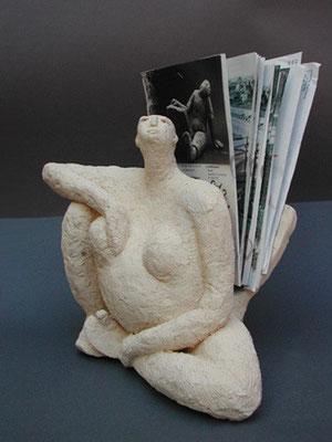 Femme tortue - Porte documents - Terre cuite blanche - 25x30x15 cm (SCO11)