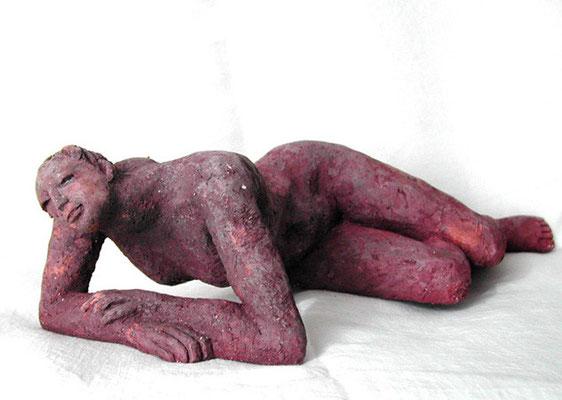Accoudée  - Terre cuite rouge - 11x16x42 cm (SCP13)
