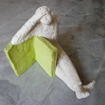 L'enfant livre - Terre cuite polychrome - 38x24x17 cm (SCP14) vendu