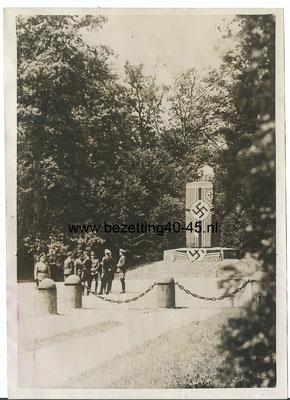 Foto Waffenstillstand verhandlung im Walde von Compiègne 21 juni 1941.