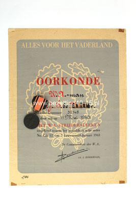 """NSB medaille (groep)  het """" W.A. Strijdersteken """"  (Op naam van NSB lid te Dordrecht)- De set bestaat uit, """"Medaille-Baton-Oorkonde""""."""