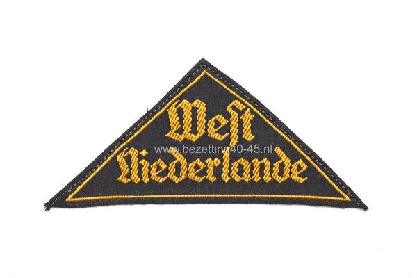 "Armembleem Hitlerjugend met RZM-Papier Etiket.  Gebiedsdistrick, West Niederlande.Mouwband "" Germanische Jugend"" (hitlerjugend Nederland) -HJ-Reichsschule-Valkenburg"