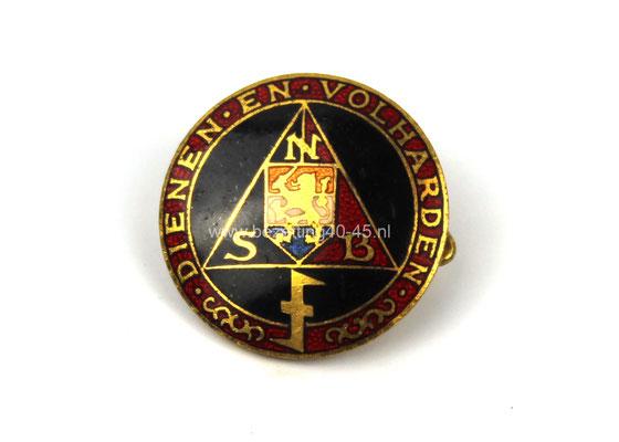 """NSB Eredraagteken """" Dienen en Volharden"""" Nationaal-Socialistische-Vrouwen-Organisatie (NSVO)."""