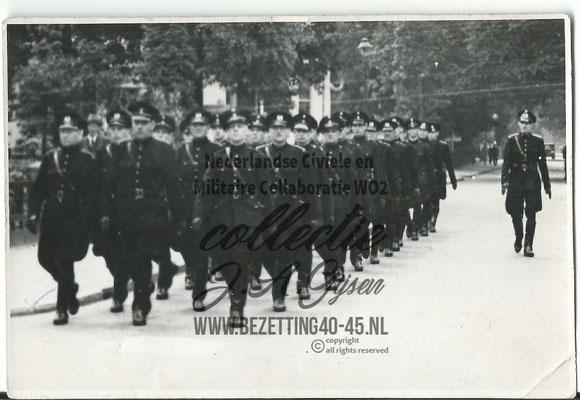 Wie kan ons misschien helpen en vertellen om welke politie eenheid, straat of plaats we hier op de foto zien? Weet U het laat het dan weten SVP!