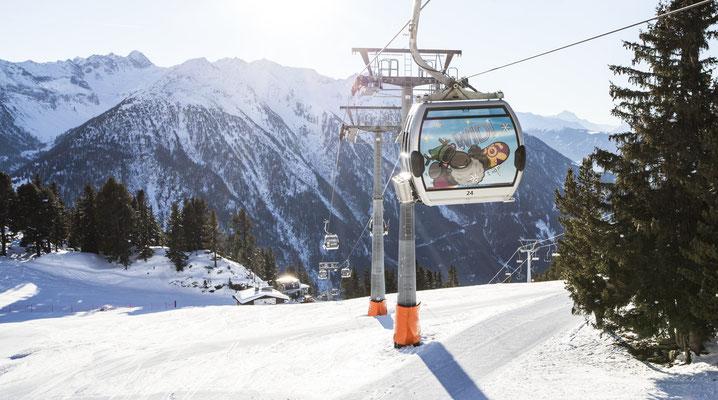 © Ötztal Tourismus Photograf eye5 Bildbeschreibung Ötztal, Skiregion Hochoetz, WIDI Gondel, Winter, Landschaft, Berge, Himmel, Skipiste, Schnee, Wald, Bäume