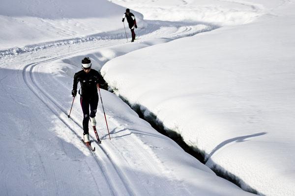 © Ötztal Tourismus Photograf Ernst Lorenzi Bildbeschreibung Ötztal, Niederthai, Langlaufen, Pärchen, Mann, Frau, Winter, Schnee