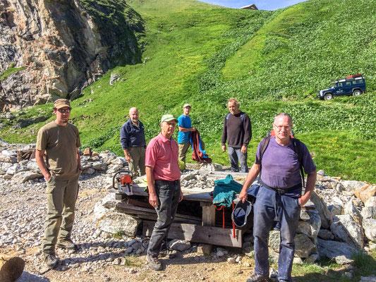 Gruppenbild vor dem Stollen in Taspin (Foto: Bruno Riedhauser)