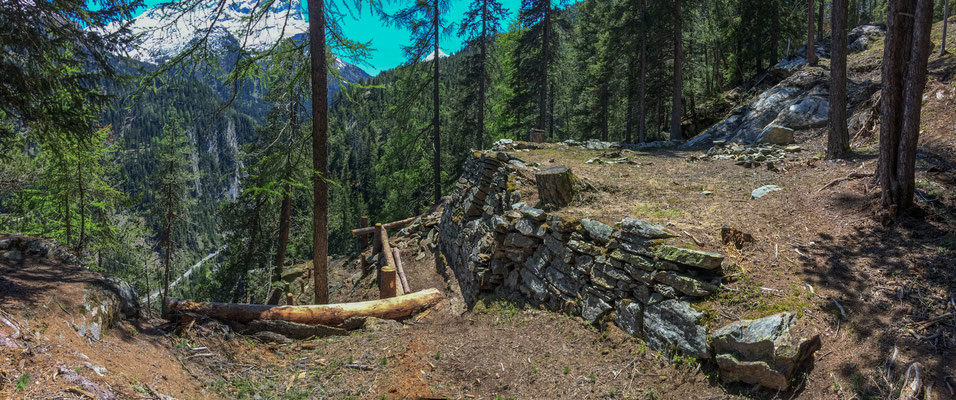Mauer der Seilbahnplattform Ursera Gemeinde Ferrera