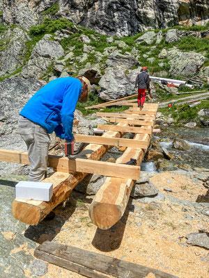 Erneuerung der Brücke in Taspin (Foto: Bruno Riedhauser)