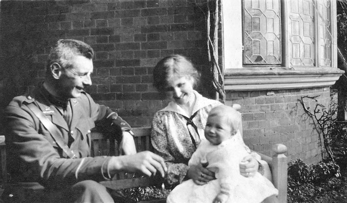 Bengy and Bell Leader with their son in 1916