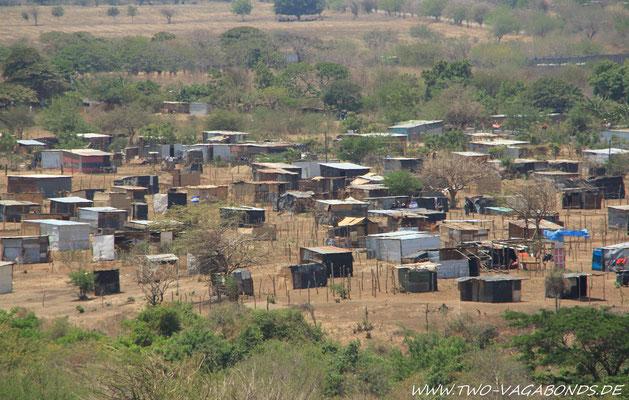 WOHNSIEDLUNG IN NICARAGUA - UNTERKÜNFTE AUS WELLBLECH / HOLZ UND PLASTIK