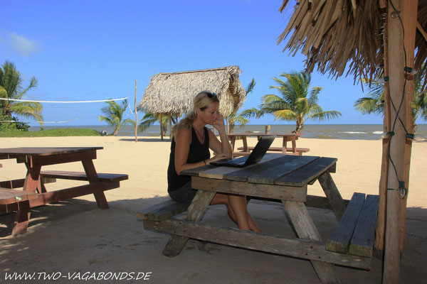 EMAIL CHECK BEI DRIFTWOOD AM STRAND
