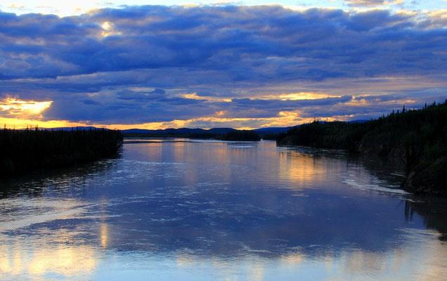 ABENDSTIMMUNG AM TANANA-RIVER - CANADA YUKON