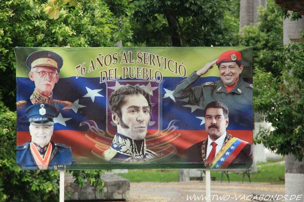 BOLIVAR, CHAVEZ UND CO. EMPFANGEN UNS AN DER GRENZE