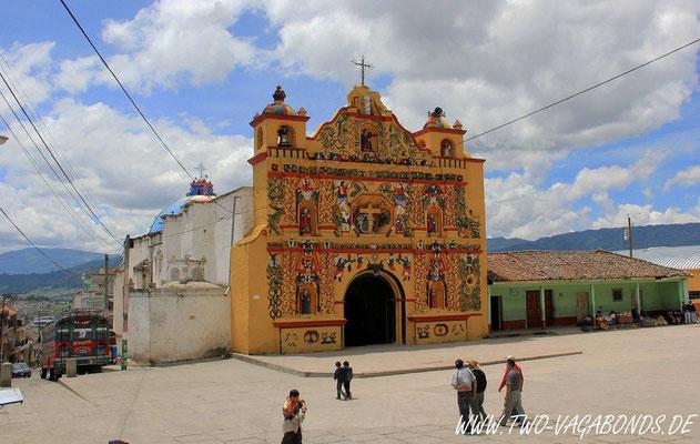 DIE BUNTESTE KIRCHE IN GUATEMALA
