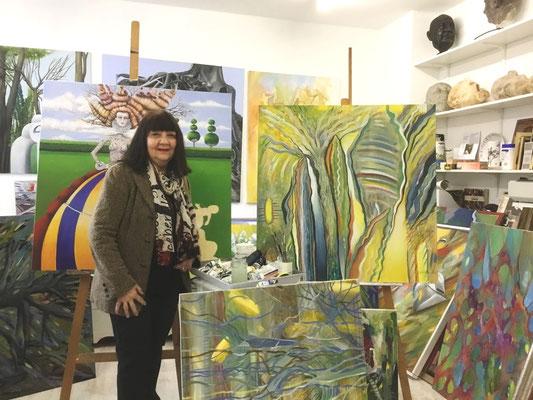Erika Michaelidis-Kühn in ihrem Atelier (Foto: Ivo Franz, AHRR)