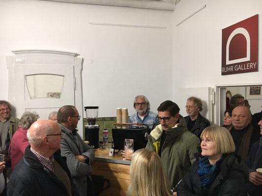 """Viele Besucher in der Villa Schmitz-Scholl beim """"KUNSTSACK 2019"""" im Rahmen der 6. Mülheimer Kunsttage 2019"""