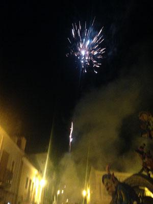 Het vuurwerk knalt uit het beeld