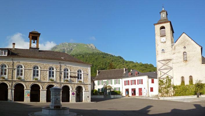 Place de la mairie de Bedous