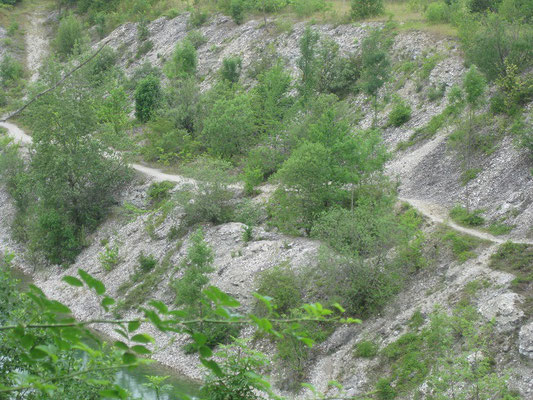 Hier einmal auf den schmalen Pfaden mit dem Mountainbike entlang schliddern....was für ein Abenteuer wäre das!