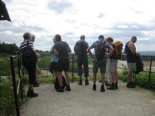 Die schauen wir uns näher an und entdecken, dass Mountainbiker hier ihren Spaß haben...