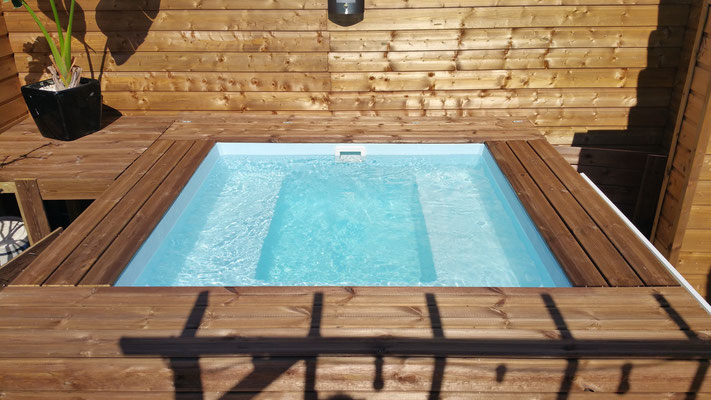 Mini piscine bois résinée avec Gel coat, équipée SPA