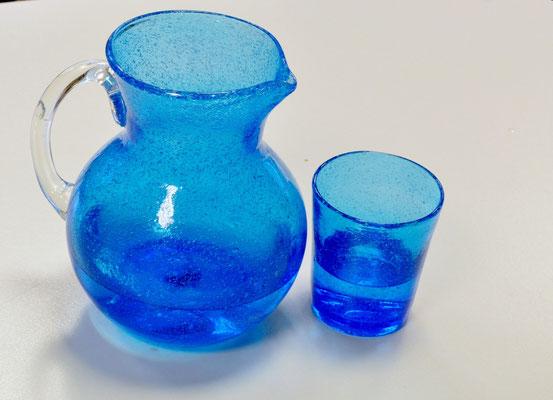ein Glas Wasser trinken