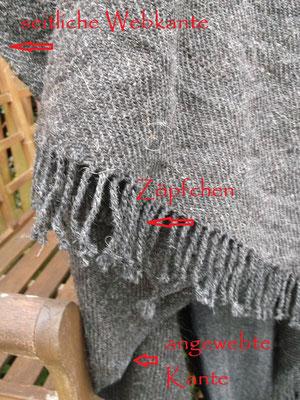 Tuchmantel mit den Details : angewebte Borte, gedrehte Zöpfchen