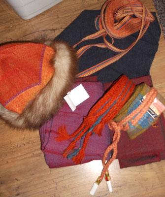 Handgewebte Kleidung für das Projekt reicher Slawe um 800