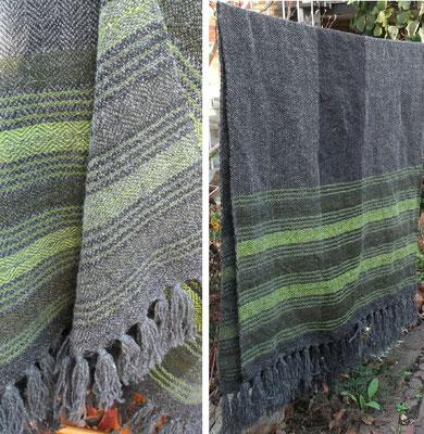 Schultertuch Hirschzungenfarn nach der Vorwäsche beim Trocknen