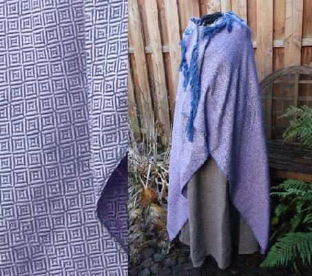 möglicher Tuchmantel für die frühmittelalterliche Dame aus weicher Wolle in flieder und blauen Diamantköper