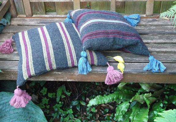 handgewebte Sitzkissen aus Wolle, das Muster ist ein Extended Tabby und stammt aus dem Hochmittelalter / Gotik