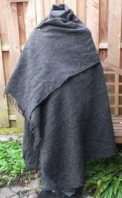 schlichter handgewebter Rechteckmantel aus Wolle