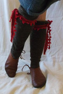 meine handgewebten Strümpfe  als Kulisse für die nachgewebten Strupfbänder aus London