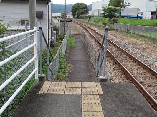 基山駅側ホーム入り口