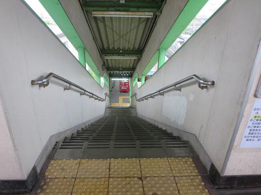 甘鉄基山駅昇降階段