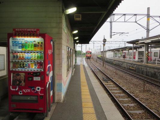 甘鉄基山駅ホーム