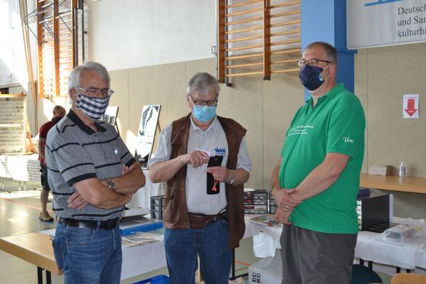 Man erkennt die Verantwortlichen auch mit Maske