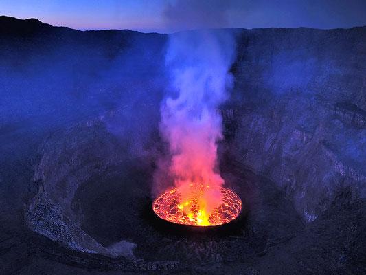 Irruption du Nyiragongo, qui est un stratovolcan situé au Congo.