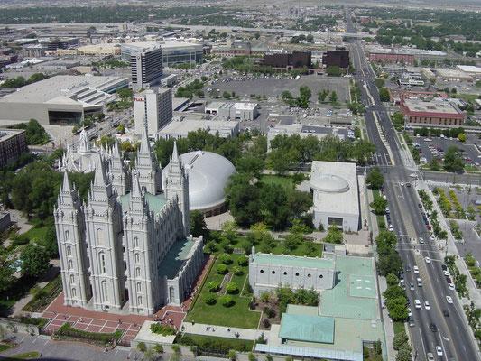 Blick vom Dach des Church Office Building zum Temple Square